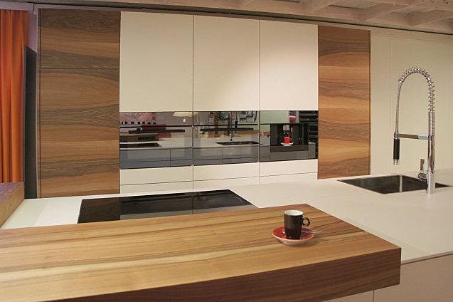 Küche hell mit nussbaum möbel abächerli