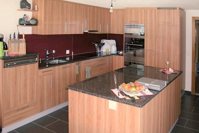 Küche kirschbaum mit rot möbel abächerli