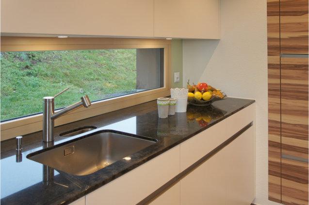 Küche weiss mit nussbaum möbel abächerli